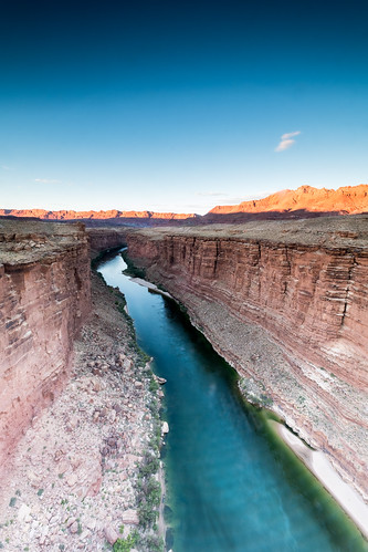 arizona coloradoriver navajobridge puentenavajo usa riocolorado landscape outdoors nature hike hiking hot desert arid travel picoftheday bridge mountains river leadinglines perspective sunset dusk cloudless cloudlesssky