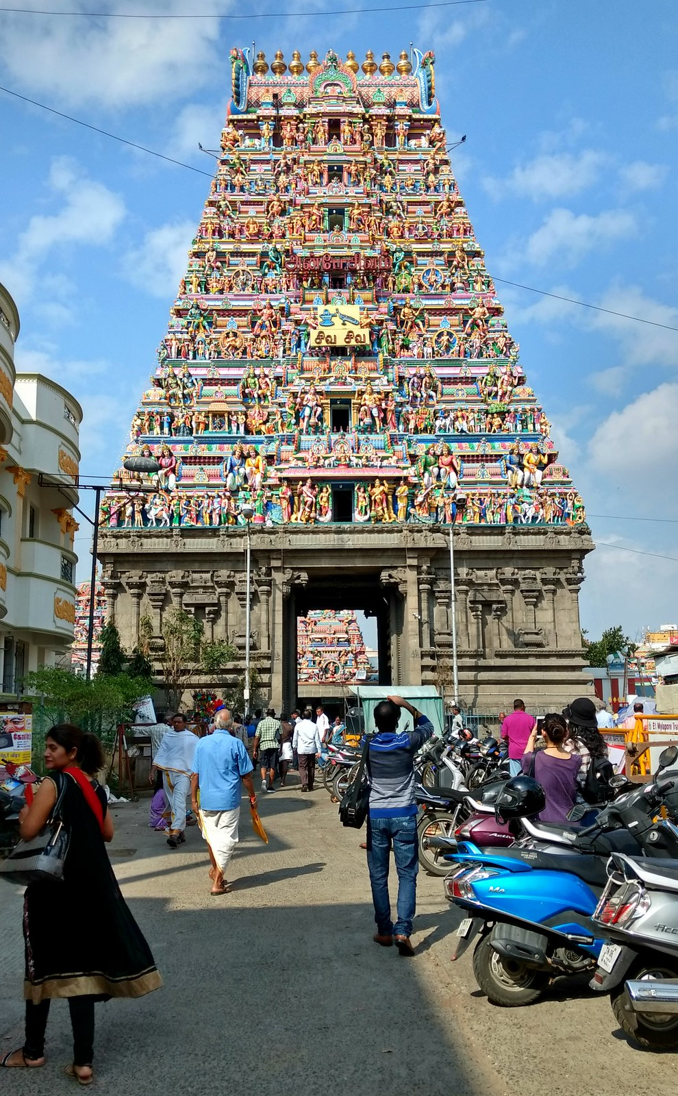 Gopuram at entrance of Kapaleeshwarar Kovil