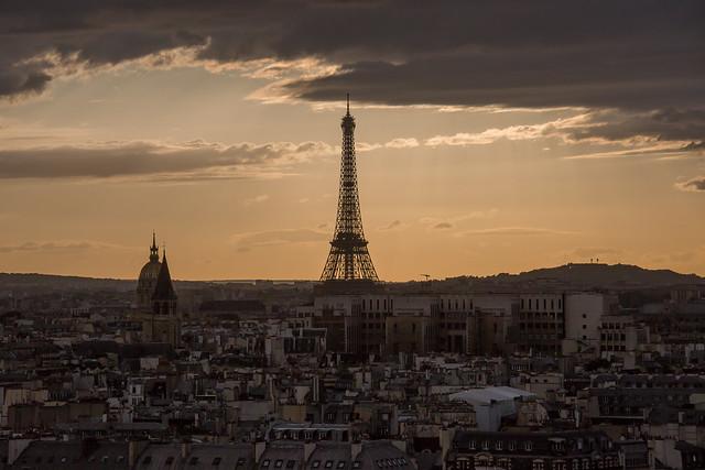 Le Coucher du Soleil à Paris