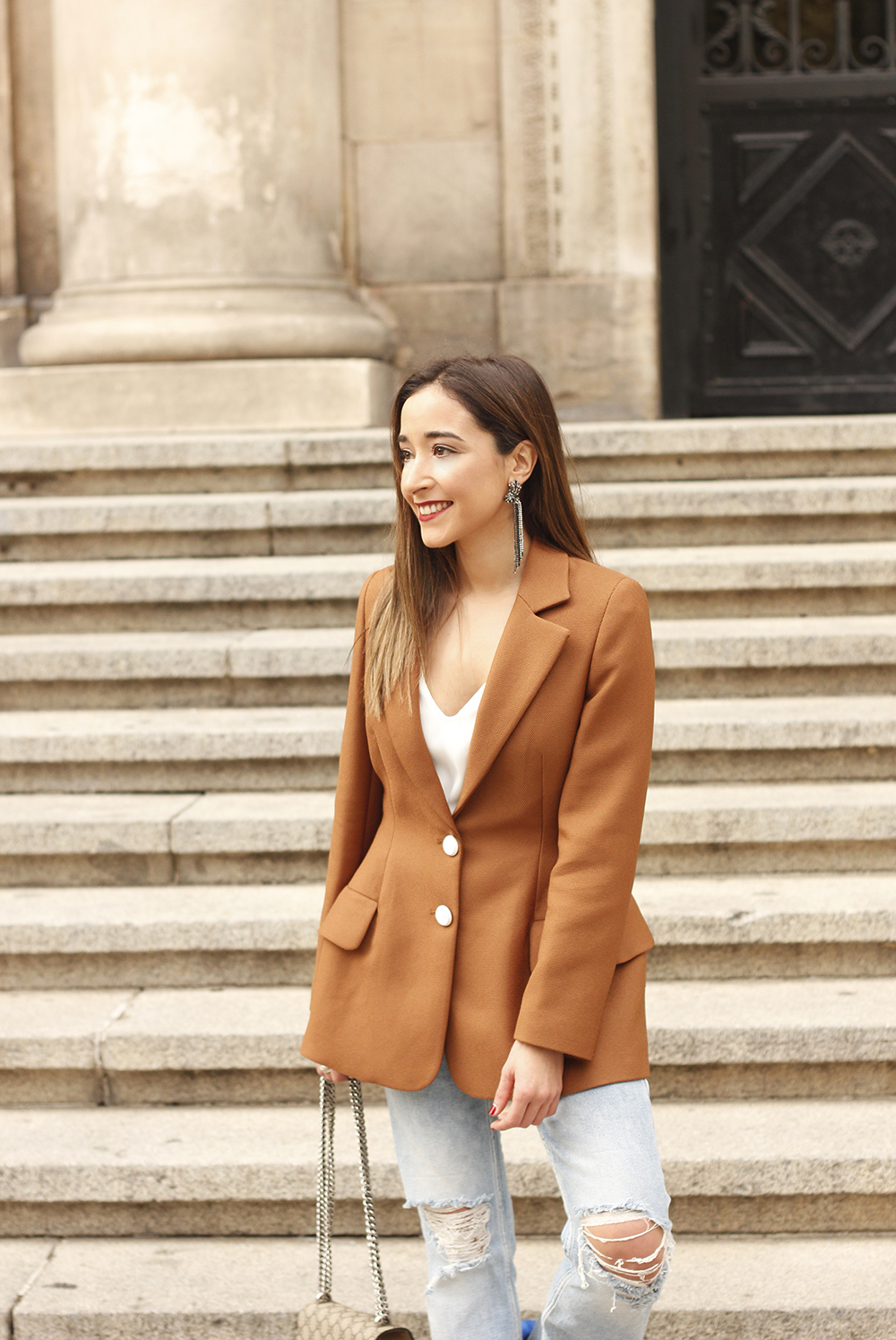 brown blazer uterqüe ripped jeans blue heels gucci bas fall outfit10