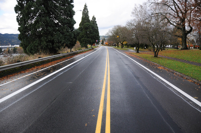 New striping on N Willamette Blvd-52.jpg