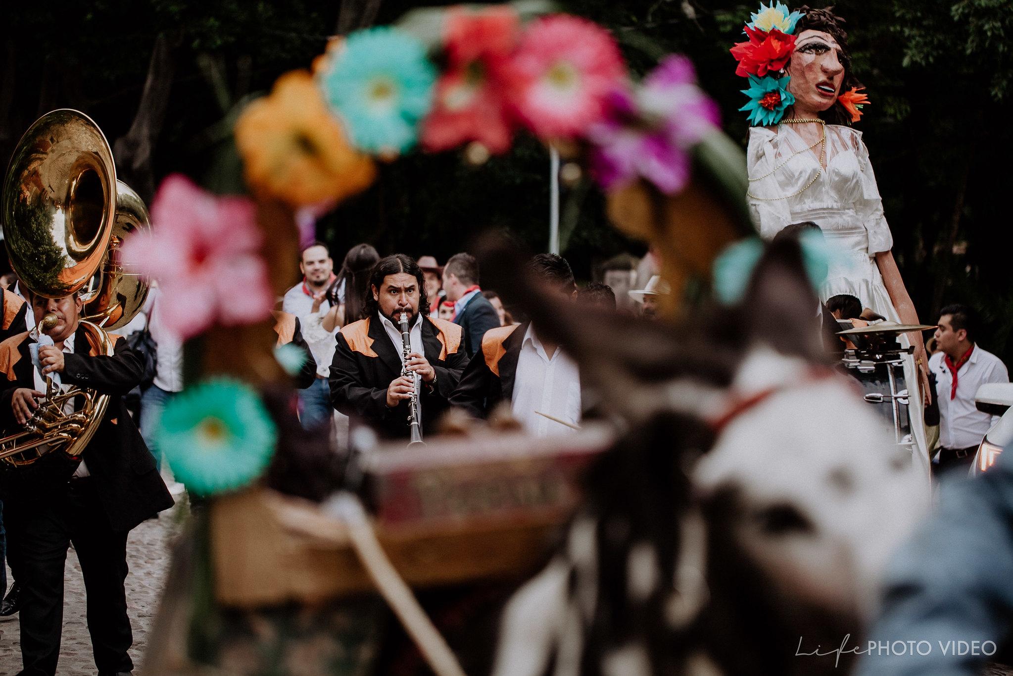 SanMigueldeAllende_Wedding_Callejoneada_Vaquillada_0064
