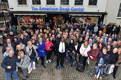 Groepsfoto Brian May fans met local hero and rock star Percy!