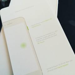 Minuspoäng för liten text och dålig kontrast - i kombination! Det gör bokstavligen ont i ögonen att försöka läsa vad det står. #MurtaughMoment