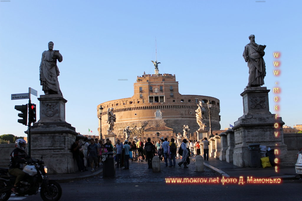 Исторический центр Рима — Италия с фотоаппаратом прогулки туристов