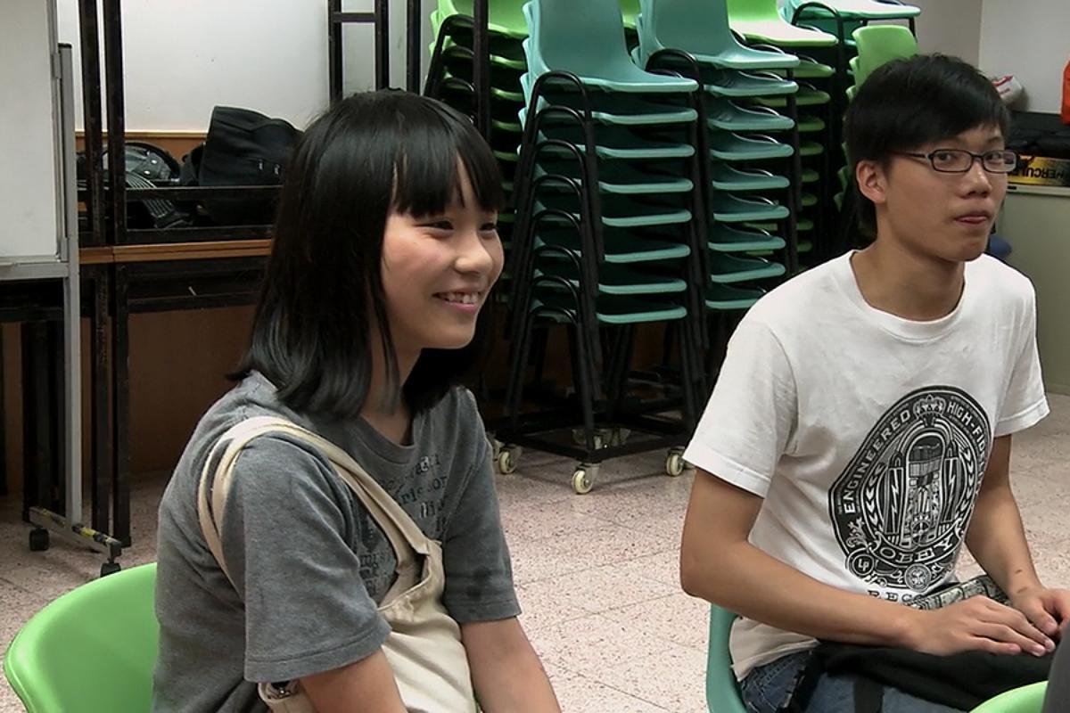 2012 年 6 月,周庭首次出席學民會議(圖片來源:《Joshua: Teenager vs. Superpower》片段截圖)