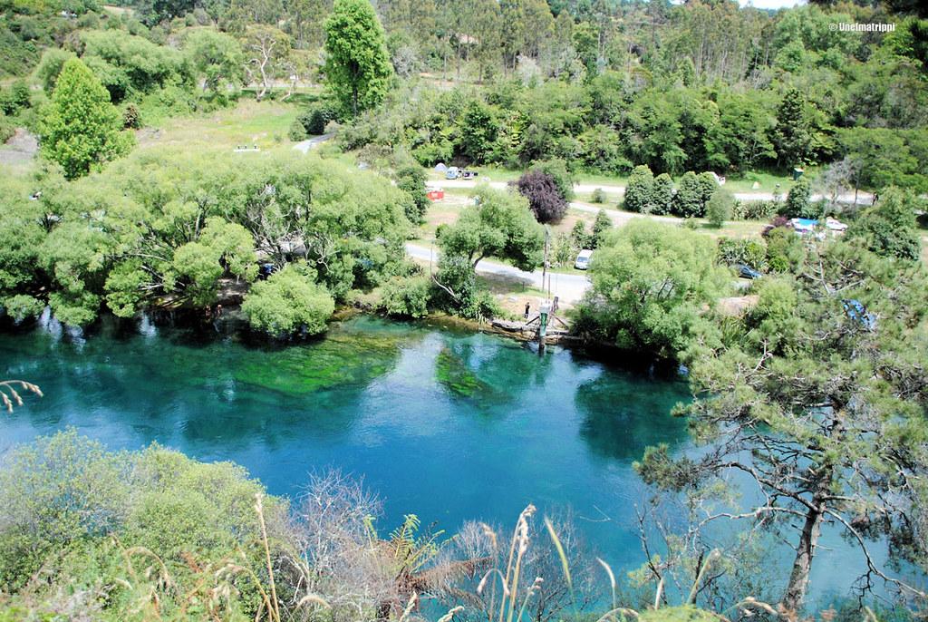 Käsittämättömän värinen joki virtasi alhaalla, Huka Falls, Uusi-Seelanti