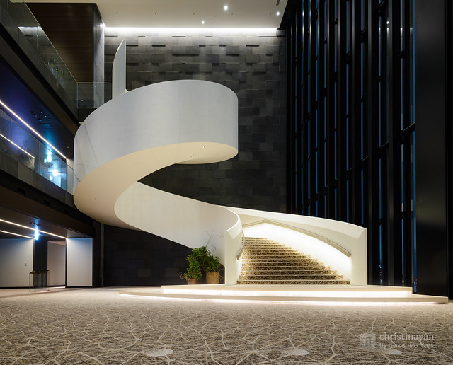Twisted stairs of Conrad Osaka (コンラッド大阪)
