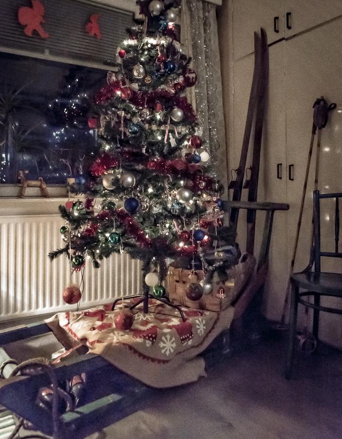 Loviisan Wanhat joulutalot talo nro 19 Kimmon joulumaa Kimmo Lonka vesikelkka vanhat sukset joulukuusi_