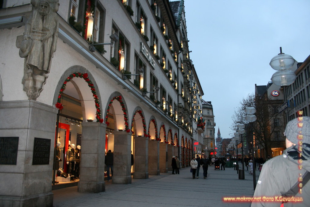 Мюнхен — город на реке Изар на юге Германии прогулки туристов с фотокамерой
