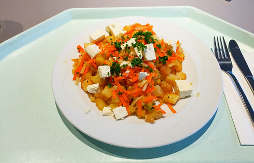 Roasted potatoes with leek & feta / Kartoffelgeröstel mit Lauch & Hirtenkäse