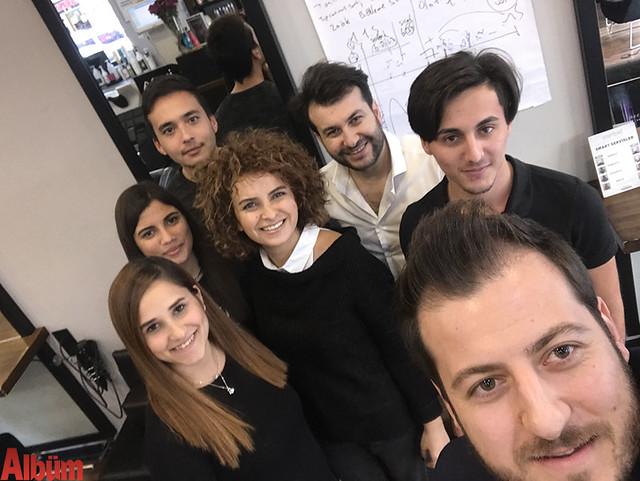 Derya Emrah Kuaför ekibi ve Murat Halloçoğlu eğitimin sonunda öz çekim yaptı.