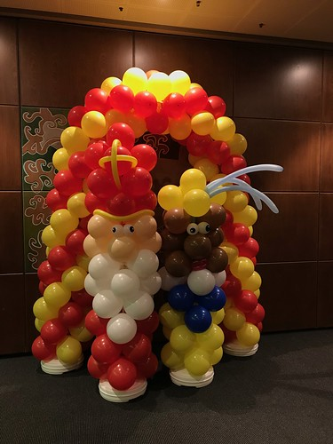 Ballonboog 6m en Ballonpilaar Sinterklaas en Zwarte Piet World Trade Center Rotterdam