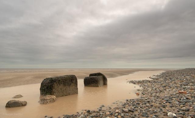 ROCKS ON BEACH, NEAR SPURN HEAD, E YORKSHIRE_DSC_7169_LR_2.5