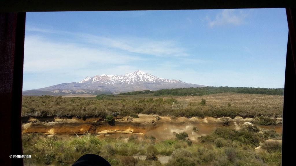 Vuoristomaisema bussin ikkunasta Taupon ja Wellingtonin välillä, Uusi-Seelanti