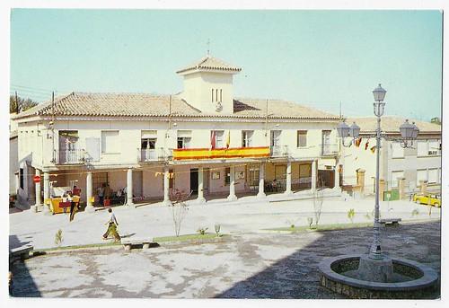 Plaza y Ayuntamiento, La Torre de Esteban Hambrán (Toledo)