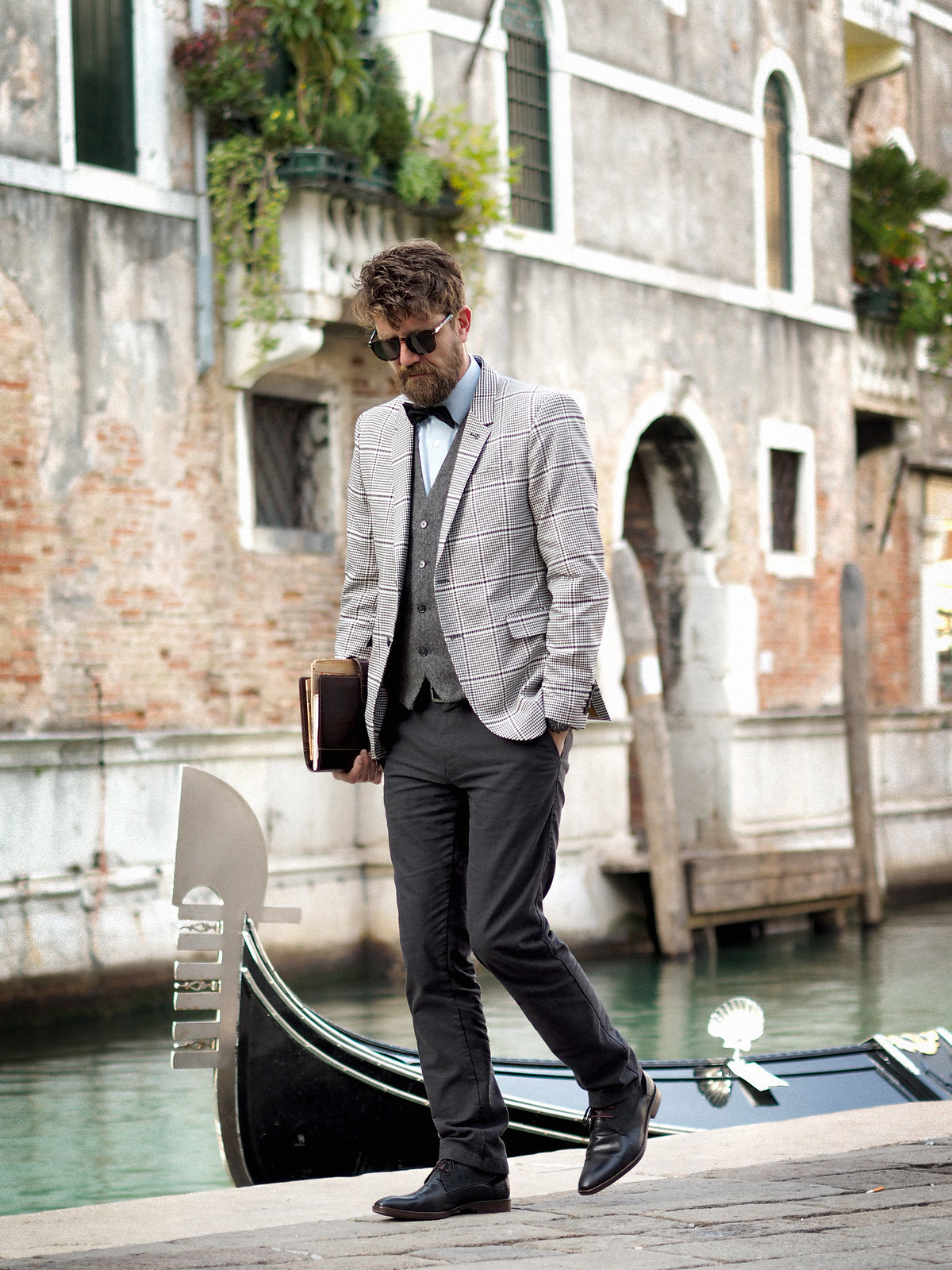 outfit professor glen check blazer autumn trend persol sunglasses intellectual style uni university prof sacha shoes bow tie elegant dandy style indiana jones venice look cats & dogs blog max bechmann 7