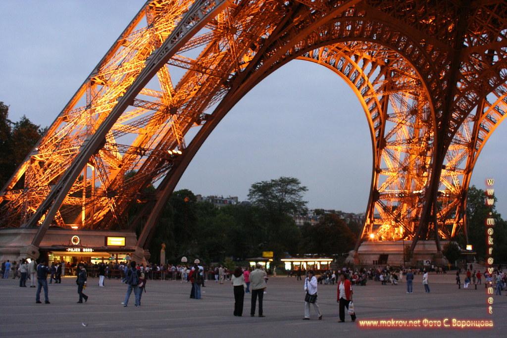 Город Париж, столица Франции фотографии сделанные как днем, так и вечером