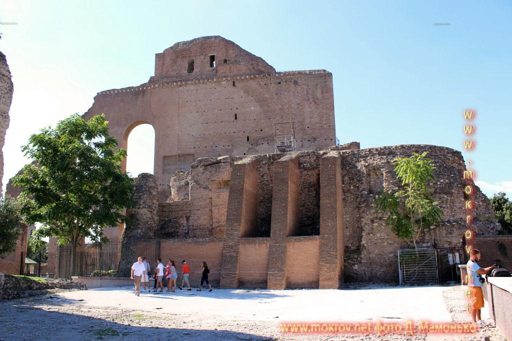 Рим — столица Италии с фотокамерой прогулки туристов