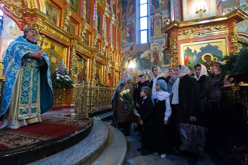 В храмовом комплексе прп. Сергия Радонежского на Рязанке была совершена Литургия при участии воспитанников воскресной школы «Радовесть»