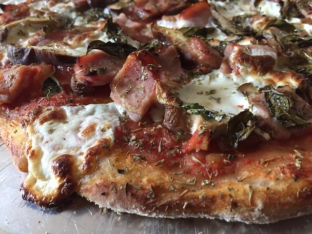 Fungi/Applewood smoked ham pizza