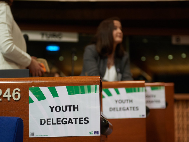 Participation of youth delegates in the 33rd Congress session