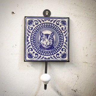 #henribanks #creativegifts #cat #blue #delftblue