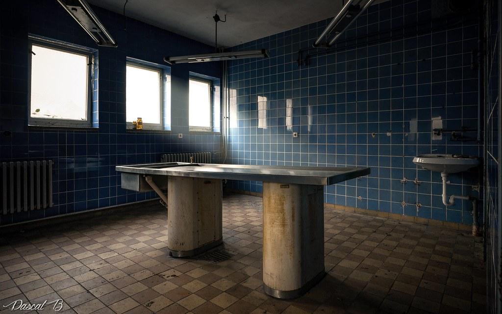 La petite salle d'autopsie bleue 24331909778_7019c6a798_b