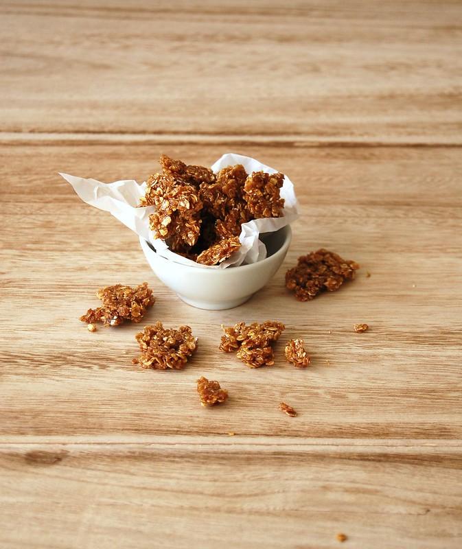 Peanut butter panna cotta with oat praliné / Panna cotta de amendoim com praliné de aveia