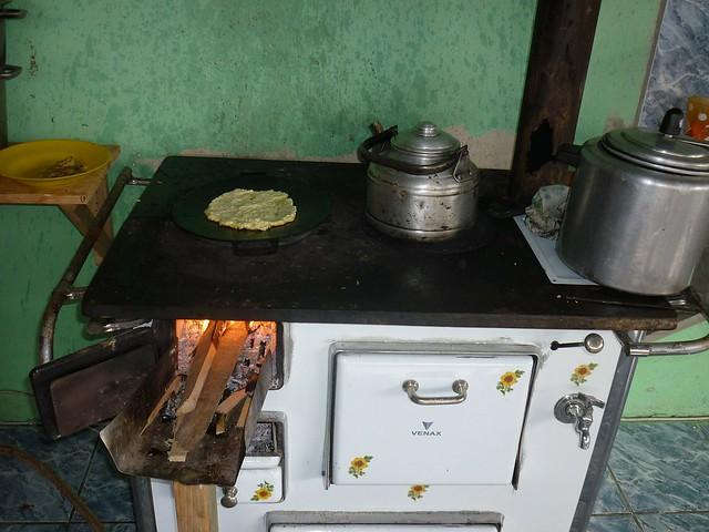 Famílias de diversas regiões do Brasil voltaram a usar lenha para cozinhar - Créditos: Pixabay