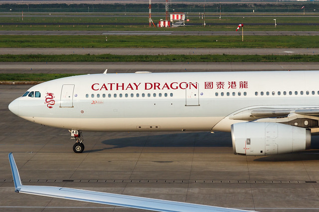 CATHAY DRAGON A330-300 B-LAB 003