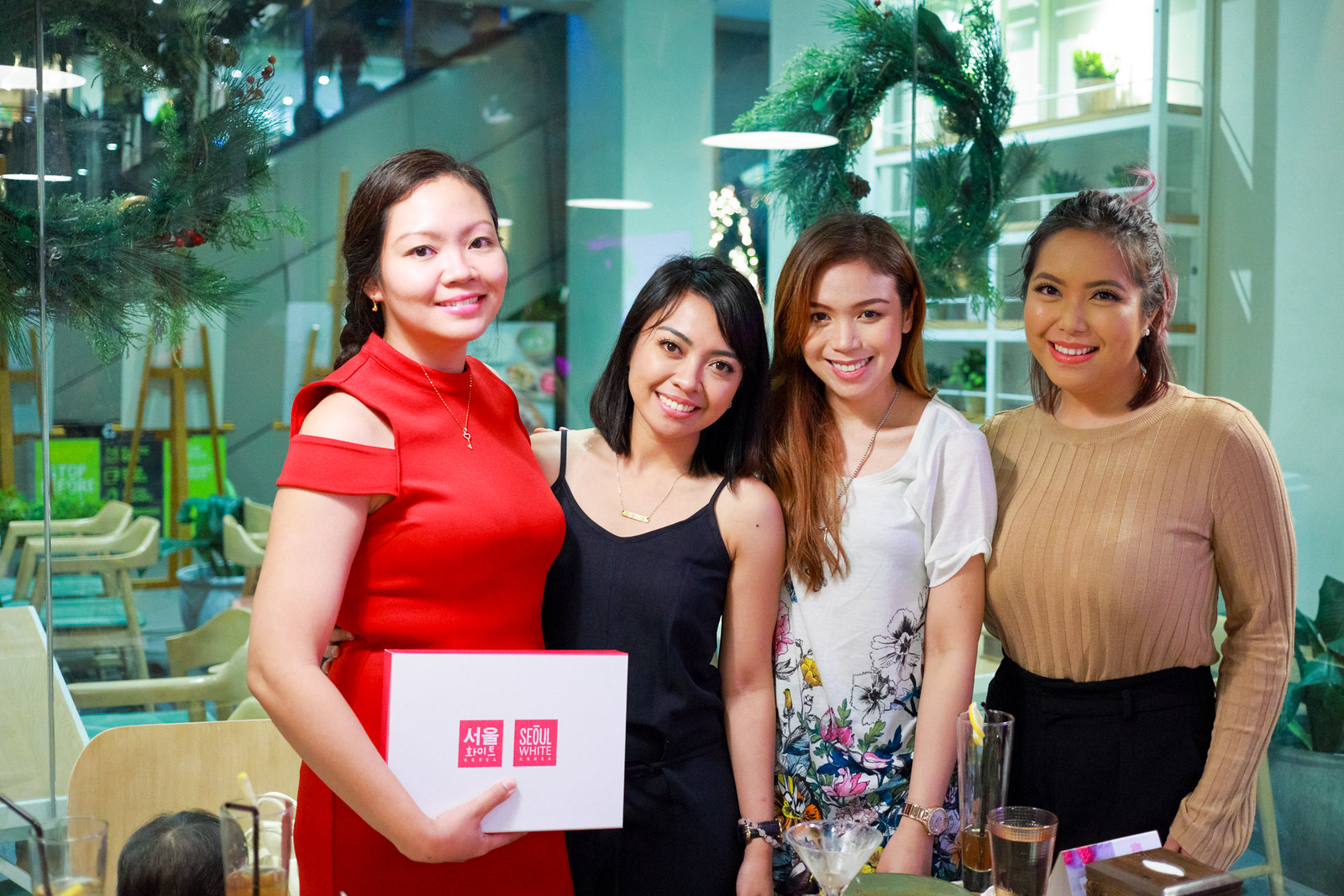 With bloggers Genzel Habab of Gen-zel - She Sings Beauty, vlogger Joyce Sola of CandyLoveArt and vlogger Say Tioco