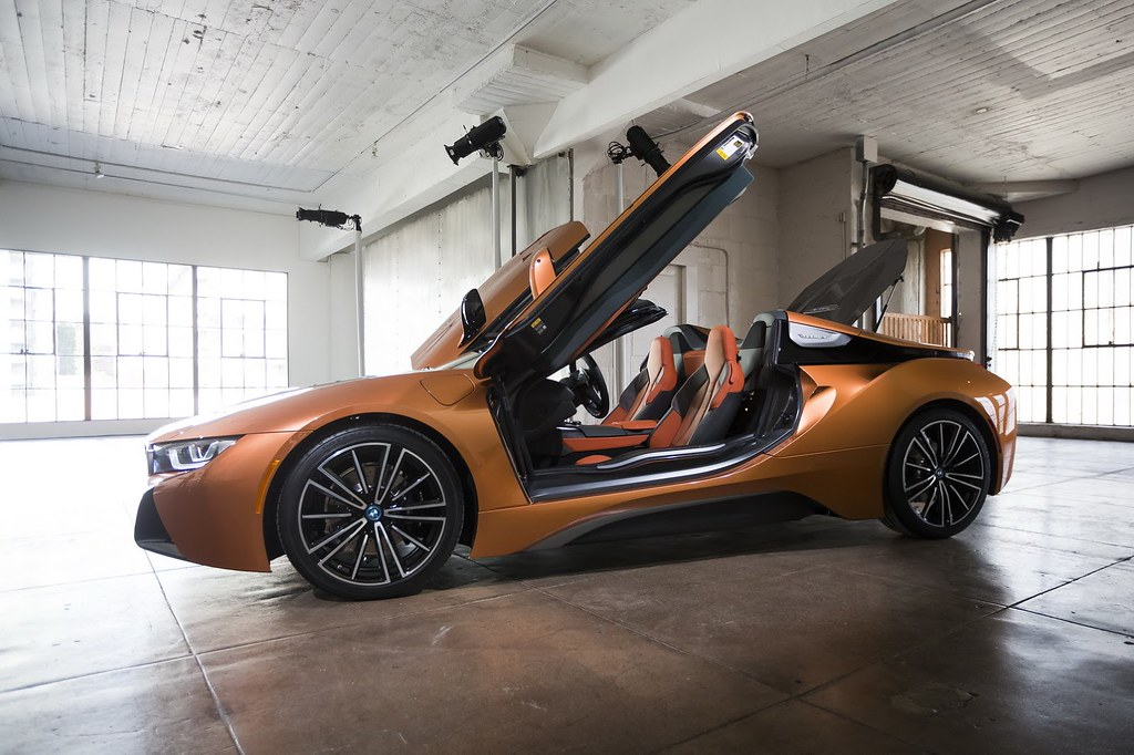 2019-BMW-i8-Roadster-Coupe-29