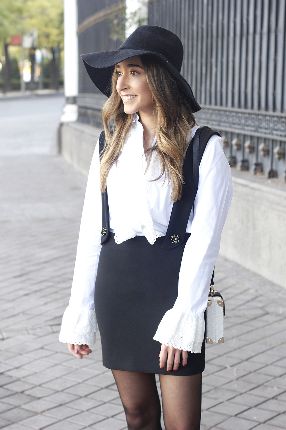 black skirt white shirt black and white outfit trend inspiration hat style fall look blanco y negro12