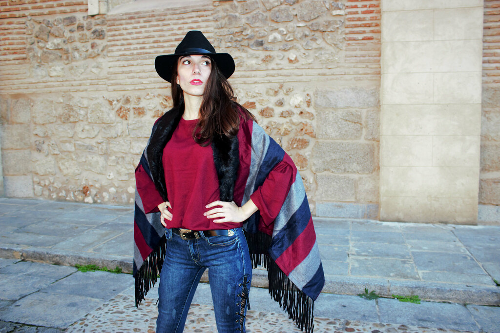 madlula-fashion-capa-olivia-jeans-sofia-sweater-burdeos-paris-moda-femenina
