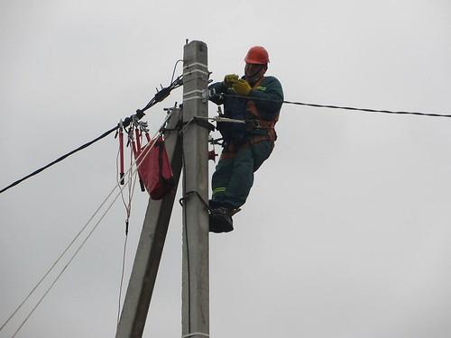 Замінюють міські електропроводи, щоб «не замикало»