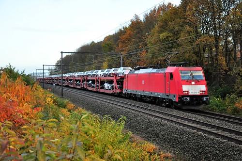 DBNL E186340 met Mercedestrein passeert in Linkhout