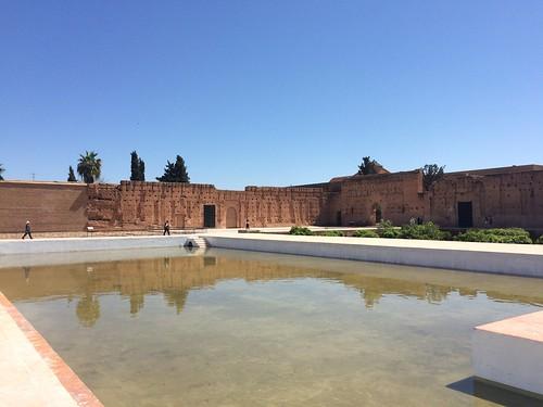 宮殿の中に池