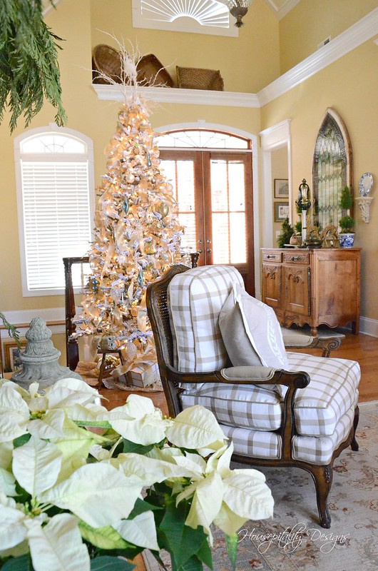 Christmas Great Room-Housepitality Designs