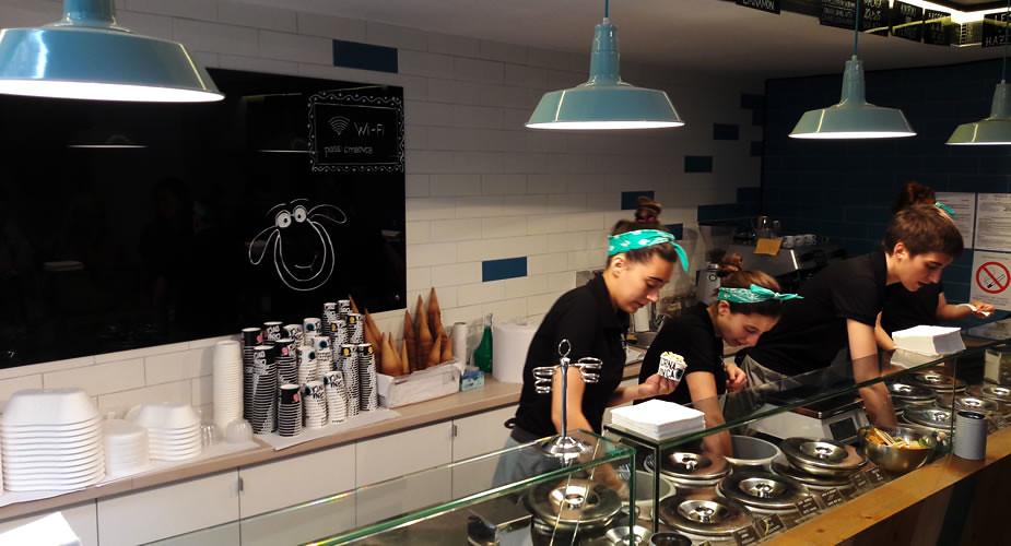 IJsje eten in Belgrado bij Crna Ovka | Mooistestedentrips.nl
