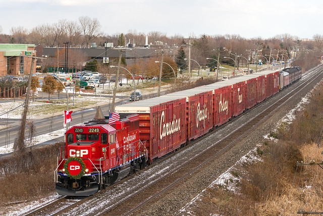 CP Holiday Train @ Pointe-Claire, QC