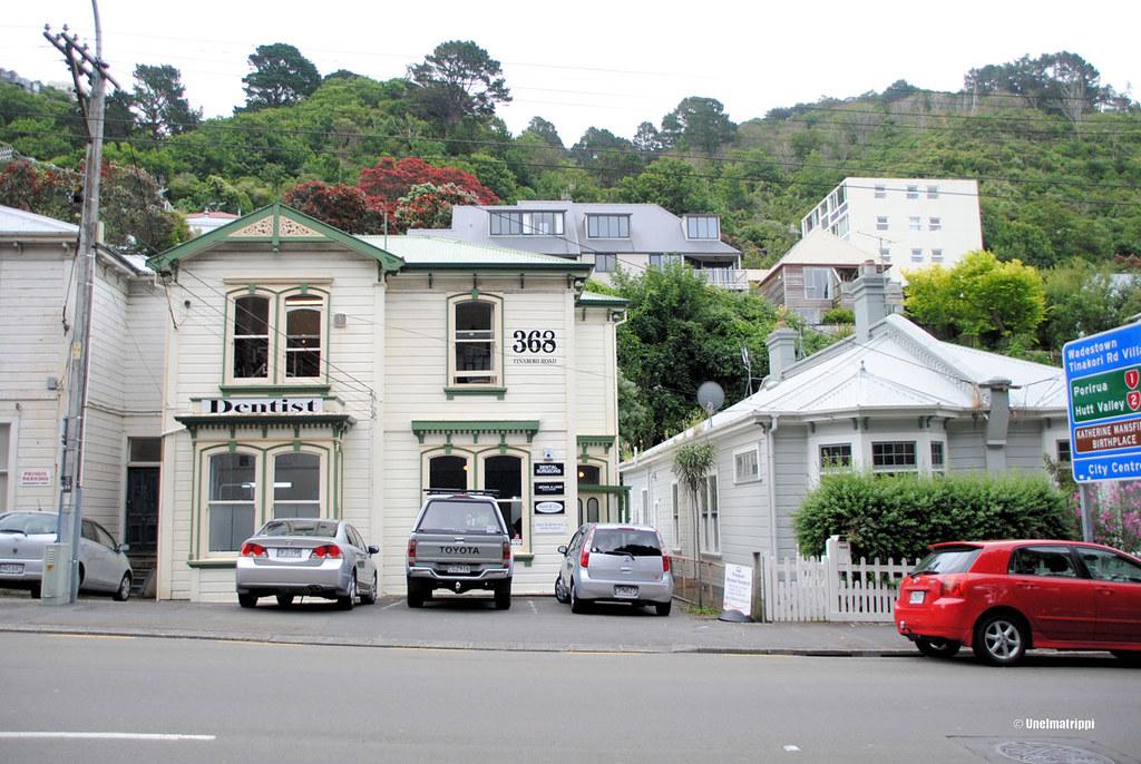Söpöjä puutaloja matkalla näköalapaikalta keskustaan, Wellington, Uusi-Seelanti