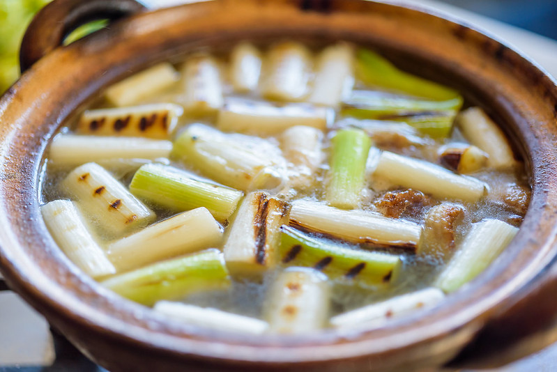 Grilled japanese leeks in NABE