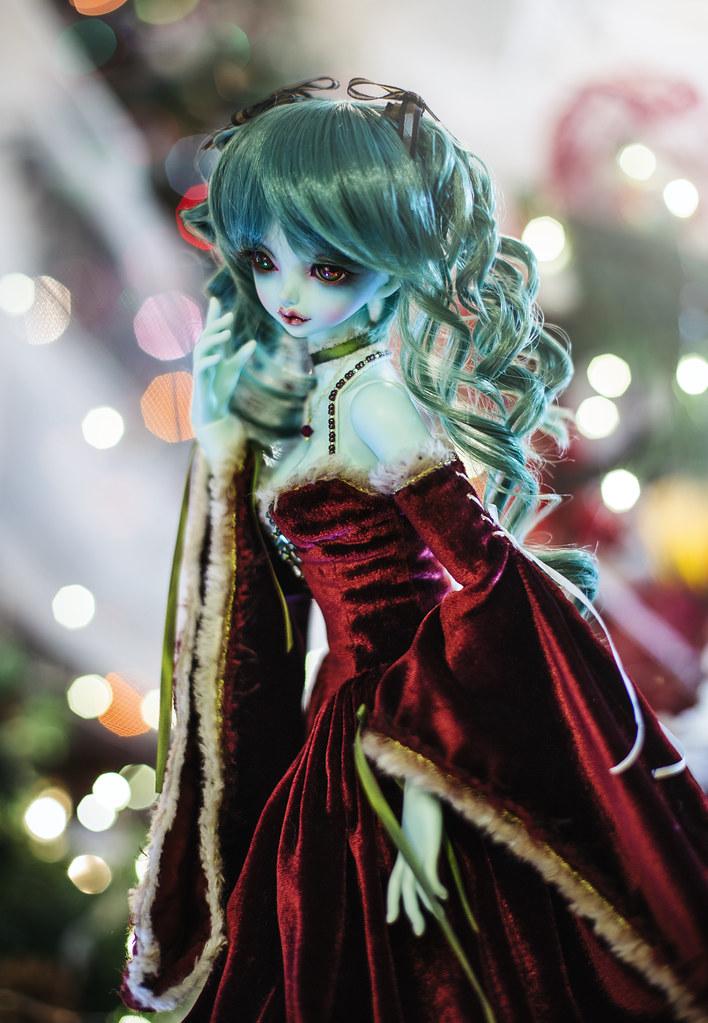 Plantdellia in her Christmas dress!