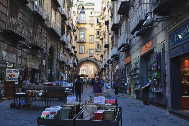 Libraires et bouquinistes, via Port'Alba, Naples, Campanie, Italie.