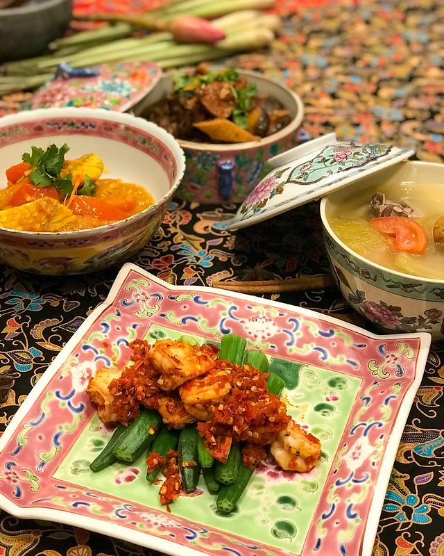 The #AccorHotelsFoodFestival #Peranakan #cooking workshop yesterday @swissotelmerchantcourt taught us how to make Itek Tim – Salted Vegetables and Duck Soup, Tau Yu Chicken – Dark Soy Sauce Chicken, Ikan Asam Pedas – Spicy Tamarind Fish, and Sambal Bendi