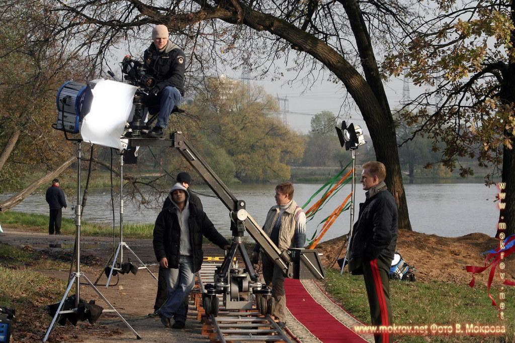 На съемках телевизионного фильма «Выйти замуж за генерала» с фотокамерой