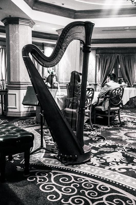 V&A harp
