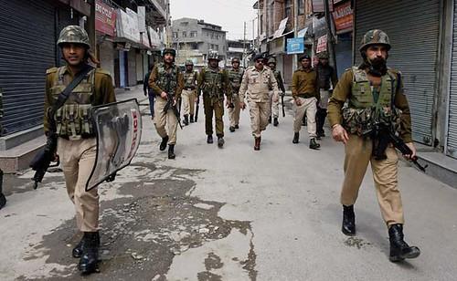 Kashmir Police Sub-Inspector, SPO Injured in Zakura Firing