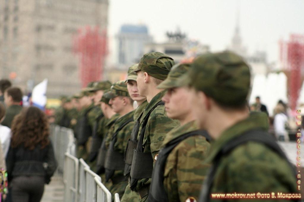 Солдаты в оцеплении 9 мая 2008 на Поклонной горе г.Москва.